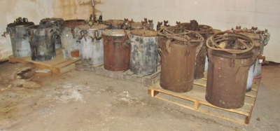 Commercial Paint Pots