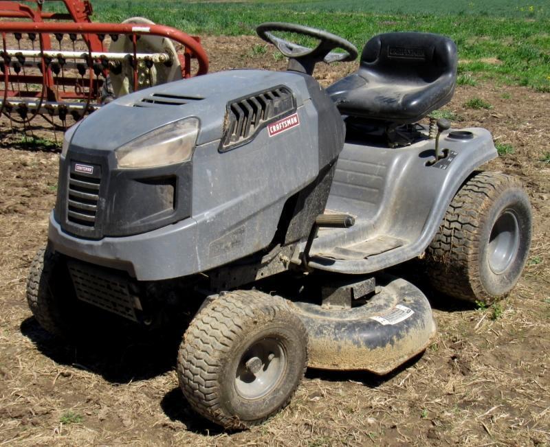 2011 Craftsman LT1500 Lawn Tractor - Current price: $155