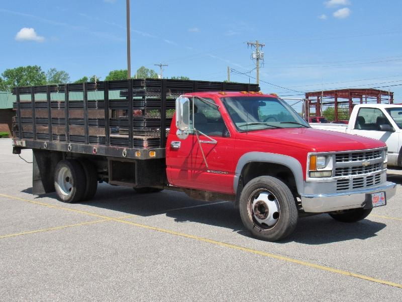 2000 Chevrolet 3500HD 14' Flatbed Truck - Current price: $7500