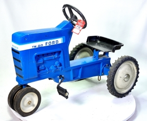 1983 Ertl Ford TW-20 Pedal Tractor
