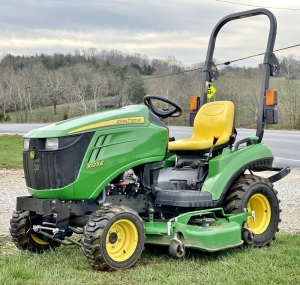 2014 John Deere 1023E 4x4 Tractor with Belly Mower
