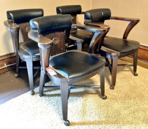 Set Armed Leather Cushioned Chairs