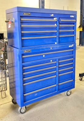 NAPA Homack 18-Drawer Tool Chest on Casters