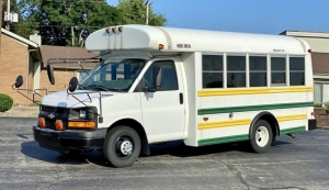 2005 Chevrolet Mid Bus Inc. 15-Person Bus