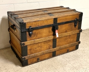 Flattop Steamer Trunk
