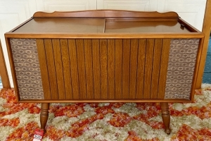 Vintage Magnavox Stereo System