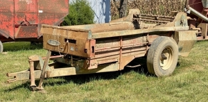 New Idea 217 5TO Manure Spreader