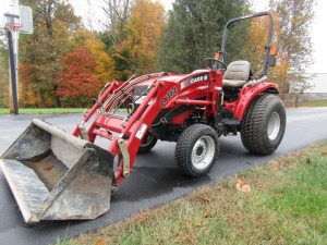2005 Case-IH DX29 Hydro 4x4 Tractor with Loader