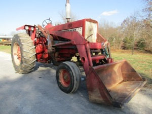 1966 Farmall 706 Tractor with Loader