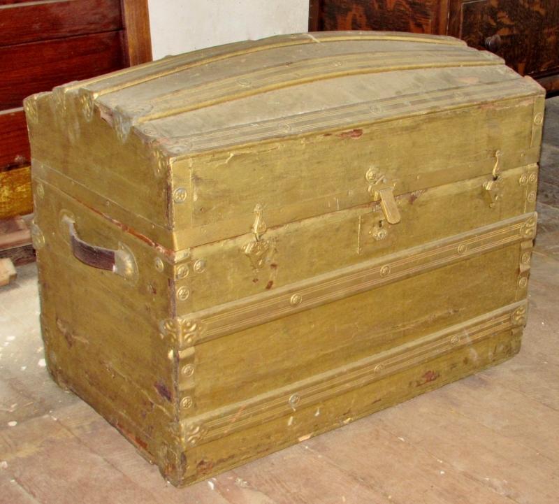 Antique Camel Back Trunk Current Price 40